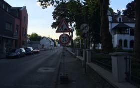 Willkommen im Schilderwald Deutschland - Sinnvolle Beschilderung einer Baustelle ;)